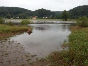 Neues Hochwasser erreicht schon wieder Elberadweg