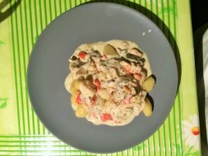 Gnocchi mit Paprika, Champignons und Bärlauch in veganer Sahnesoße
