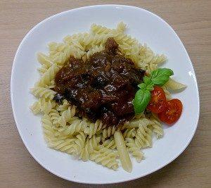 Rezeptbild: Tomatengulasch mit Aronia-Glühwein