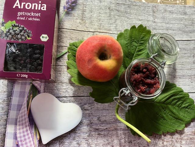 Apfel-Aronia-Chutney (Gewürzsoße)